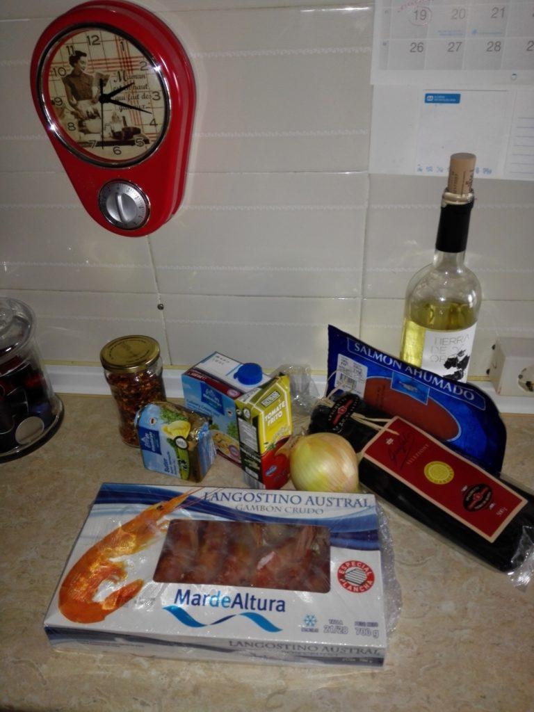 ingredientes-salsa-pasta-negra-con-salmon-y-langostinos