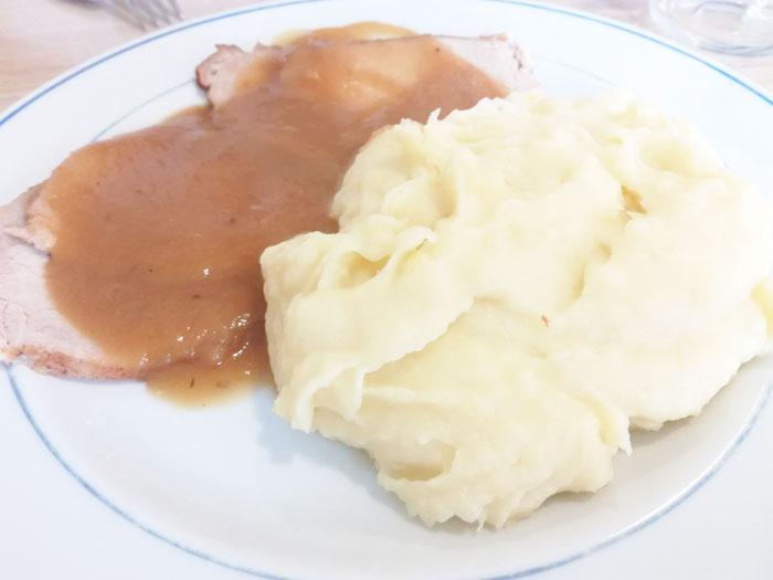 pure de patatas con carne en salsa