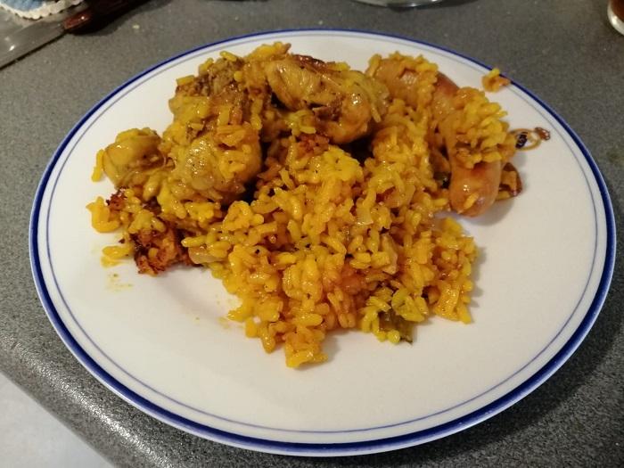 plato de arroz con conejo