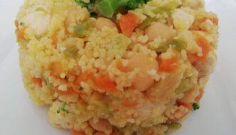 ensalada de cuscus, verduritas, garbanzos y pollo