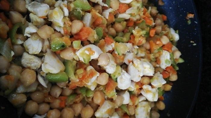 garbanzos con pollo y verduras