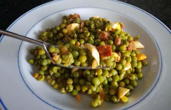 guisantes con jamon o pesols con pernil