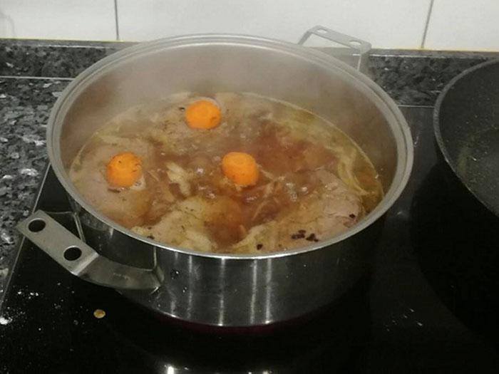 guiso de carne con zanahoria y cebolla