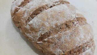 hogaza de pan de espelta y centeno