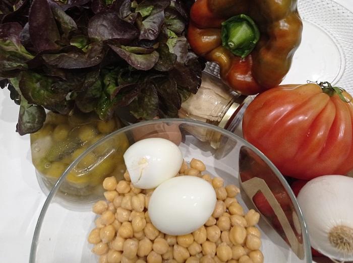 ingredientes para ensalada de garbanzos con vinagreta y atún