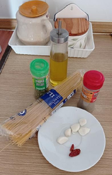 Ingredientes para spaguetti al aglio
