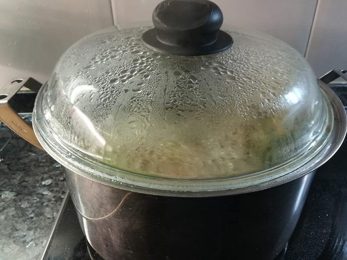 olla de caldo de verduras