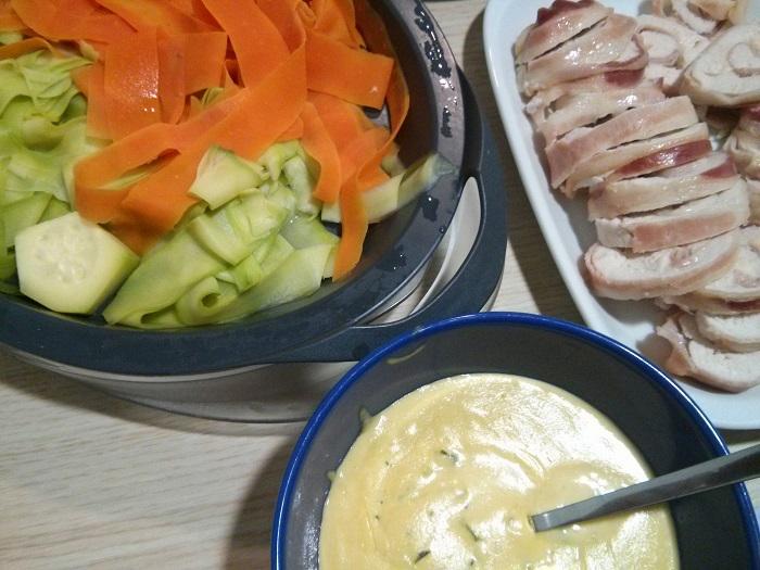 Menú completo: Crema de verdura, rollito de pollo relleno y verduras con salsa suprema