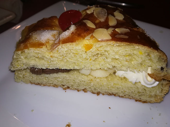 roscon relleno con nata chocolate y crema