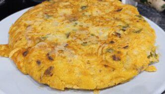 Tortilla choricera con pimiento y cebolla