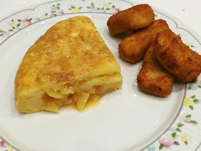 tortilla de patatas con croquetas