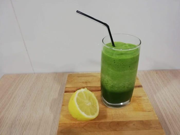 Bebida detox de manzana y acelgas